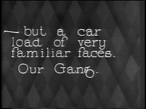"vídeos y material grabado en eventos de stock de ""-but a carload of very familiar faces. our gang."" / newsreel - 1928"