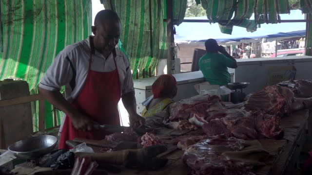 butcher selling meat at market in accra, ghana, on friday, october 23, 2020. - raw food stock videos & royalty-free footage