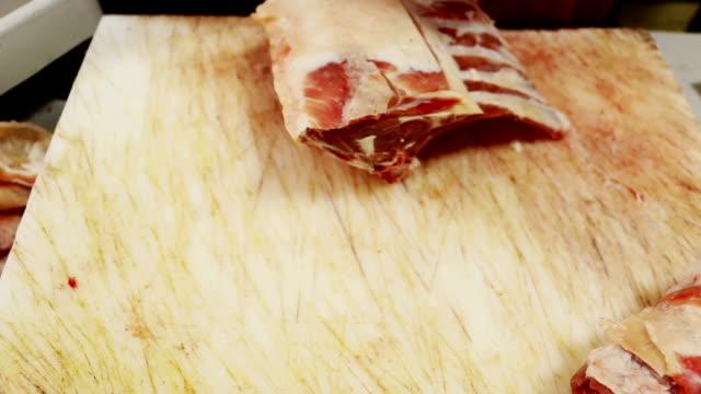 butcher - kotelett stock-videos und b-roll-filmmaterial