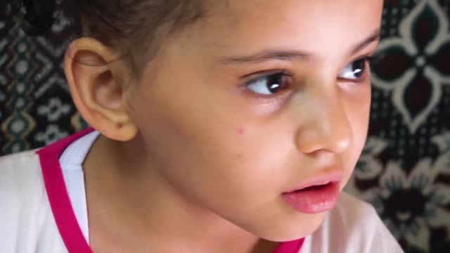 buthaina mansur al rimi's life has changed drastically since last year orphaned in sanaa the little girl controversially ended up in saudi arabia for... - yemen bildbanksvideor och videomaterial från bakom kulisserna