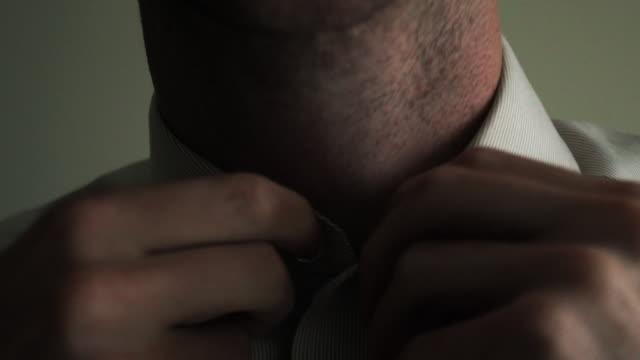 vídeos y material grabado en eventos de stock de buton up shirt - cuello humano