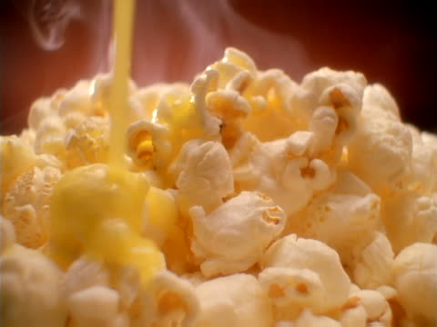 buttered popcorn. - popcorn stock-videos und b-roll-filmmaterial