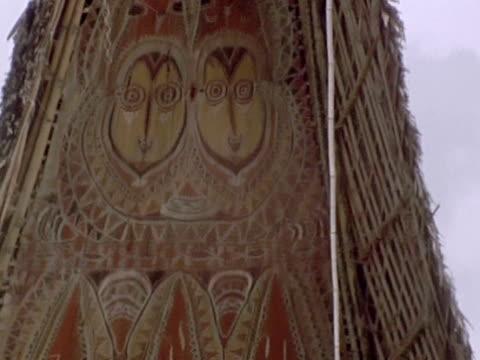 stockvideo's en b-roll-footage met butterfly harvester walks by a spirit house. - agrarisch beroep