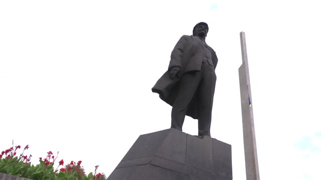 buttom view lenin statue  - socialism stock videos & royalty-free footage