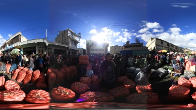 vídeos y material grabado en eventos de stock de buyers and sellers crowd into a vegetable market on february 11 2017 in almolonga guatemala the mayan town in the western highlands district of... - mp4