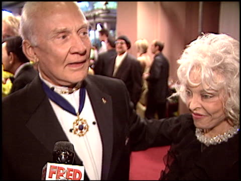 stockvideo's en b-roll-footage met buzz aldrin at the night of 100 stars oscar gala at the beverly hilton in beverly hills, california on february 29, 2004. - 76e jaarlijkse academy awards