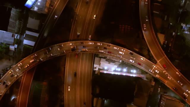 vídeos de stock, filmes e b-roll de aerial by drone, ws ha bangkok highway / bangkok, thailand - invertebrado