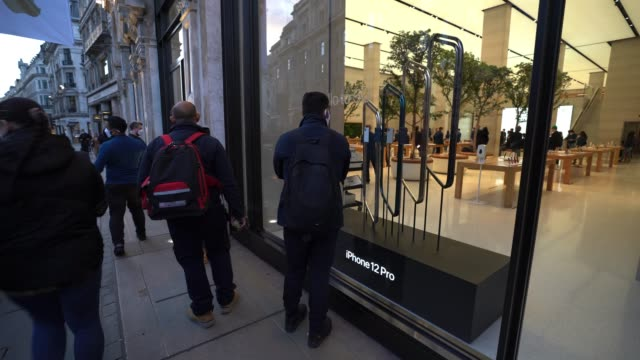 bystanders look into the apple store at the iphone 12 and iphone 12 pro launch on october 23, 2020 in london, england. apple's latest 5g smartphones... - handheld stock videos & royalty-free footage