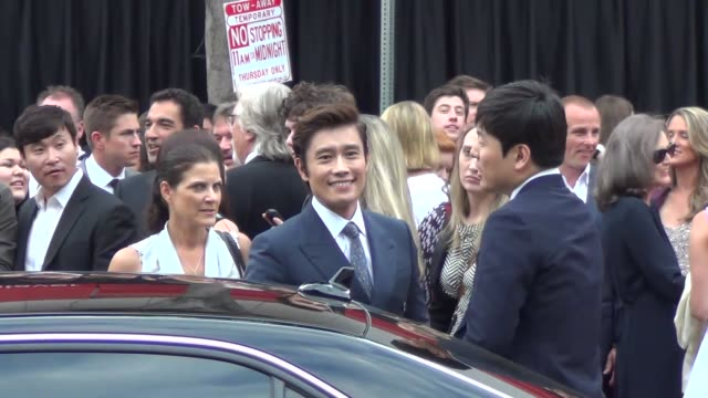 byunghun lee greets fans at the westwood village theatre in westwood 07/11/13 byunghun lee greets fans at the westwood village on july 11 2013 in los... - westwood village stock-videos und b-roll-filmmaterial
