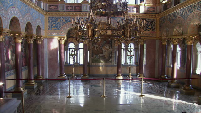 stockvideo's en b-roll-footage met ws tu byzantine style throne room in neuschwanstein castle, bavaria, germany - 19e eeuw