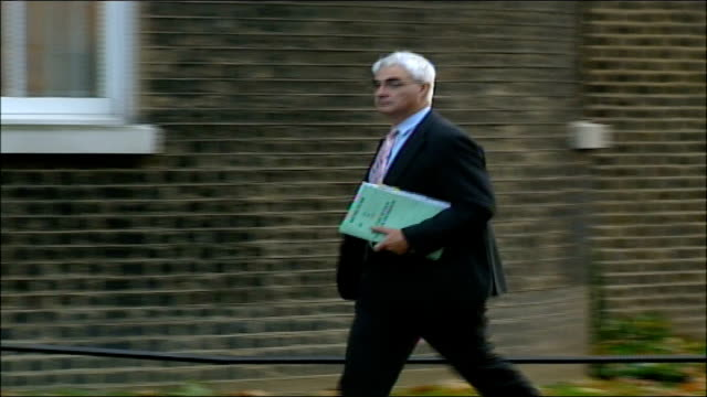 cabinet arrivals at number ten downing street alistair darling mp along into no 10 pan - alistair darling stock videos & royalty-free footage