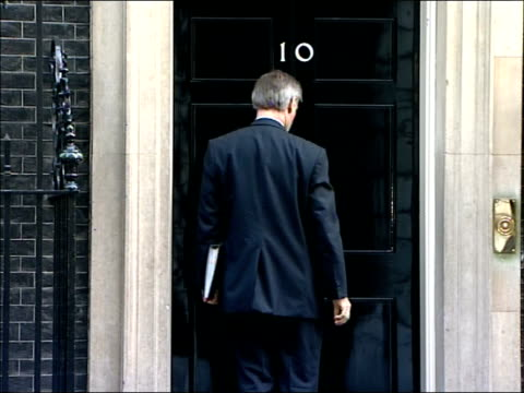 Cabinet arrivals at Number Ten Downing Street Geoff Hoon MP smiling along into Number Ten PAN / Tessa Jowell MP along into Number Ten PAN / General...