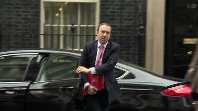 vídeos y material grabado en eventos de stock de london downing street ext greg clarke mp arriving / sajid javid mp arrival / greg hands mp arriving / patrick mcloughlin mp arriving / elizabeth... - amber smith