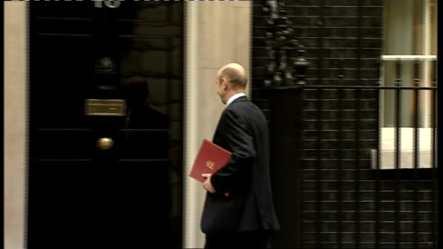 cabinet arrivals; england: london: downing street: ext jack straw mp arriving / hilary benn mp arriving in car / john healey mp arriving / lord... - prime minister stock-videos und b-roll-filmmaterial