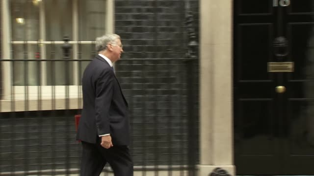 london downing street ext theresa may mp along arriving at number ten / robert halfon mp arriving at no 10 / michael gove mp arriving / david mundell... - michael gove stock-videos und b-roll-filmmaterial