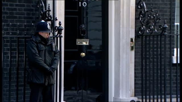 vídeos de stock e filmes b-roll de london lord mandelson arrives very slowly jack straw mp arrives douglas alexander mp arrives - peter snow