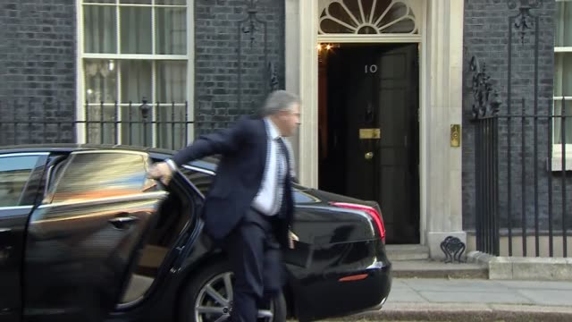 london westminster downing street ext julian smith mp arriving / greg clark mp arriving / brandon lewis mp arriving / james brokenshire mp arriving /... - damian hinds stock videos and b-roll footage