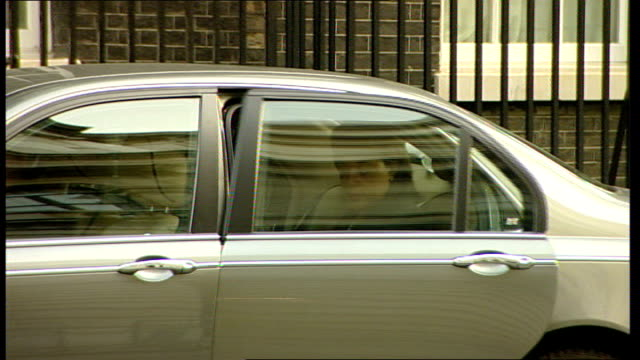 cabinet arrivals john denham mp along and into number 10/ baroness scotland of asthal qc out of car and into number 10/ harriet harman mp along with... - hilary benn stock-videos und b-roll-filmmaterial
