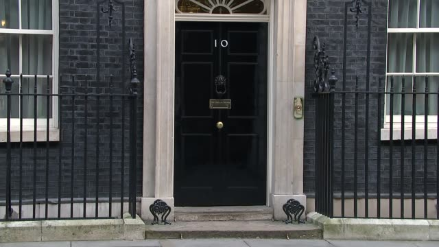 cabinet departures; england: london: downing street: ext jeremy wright mp departing number 10 / michael gove mp departing / philip hammond mp and... - 男爵夫人点の映像素材/bロール