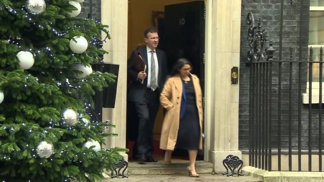 london downing street ext number ten with christmas wreath and christmas tree / people along / liz truss mp along / priti patel mp jeremy wright mp... - andrea leadsom stock-videos und b-roll-filmmaterial