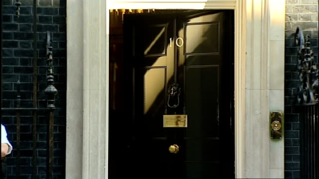 stockvideo's en b-roll-footage met london downing street ext philip hammond mp and jeremy hunt mp departing number 10 / justine greening mp and baroness warsi mp departing / patrick... - william hague