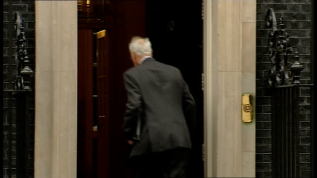 london downing street ext gvs grant shapps mp arriving / gvs stephen dorrell stephen dorrell mp arriving / gvs owen paterson mp / sir george young... - parlamentsmitglied stock-videos und b-roll-filmmaterial