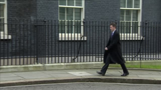 vídeos y material grabado en eventos de stock de london downing street ext members of cabinet arriving at number 10 including jeremy hunt mp and stephen crabb mp / matthew hancock mp arrives in car... - amber smith