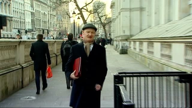 arrivals more of cabinet ministers arriving at number 10 for cabinet meeting including andrew lansley mp sir george young mp dominic grieve david... - michael gove stock-videos und b-roll-filmmaterial