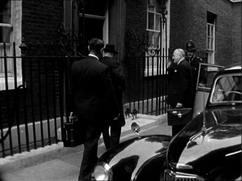 stockvideo's en b-roll-footage met cabinet meeting at number 10 downing street england london downing street ext john selwyn lloyd mp arriving on foot at number 10 joined by lord mills... - prime minister