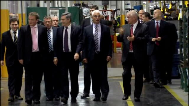 vídeos de stock e filmes b-roll de west midlands birmingham castle bromwich int gordon brown mp alistair darling and others towards during visit to jaguar car factory gordon brown mp... - west midlands