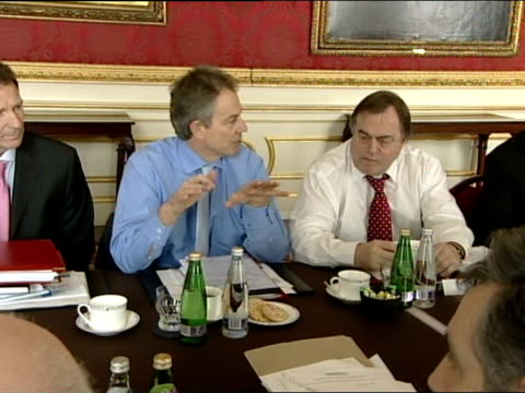 cabinet meeting roundtable at lancaster house england london int labour cabinet round table meeting inclduing close shots of tony blair mp sitting... - ジョン プレスコット点の映像素材/bロール