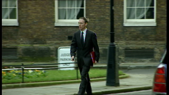 Cabinet members arrive at No10 Harriet Harman MP arriving Jack Straw MP arriving Jim Murphy MP arriving Alan Johnson MP arriving Jacqui Smith MP...