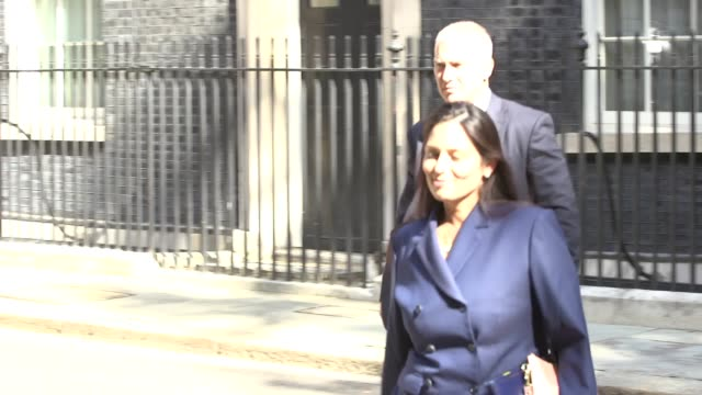cabinet members leave downing street after their first meeting with new prime minister boris johnson james cleverly matt hancock grant shapps dominic... - priti patel stock-videos und b-roll-filmmaterial