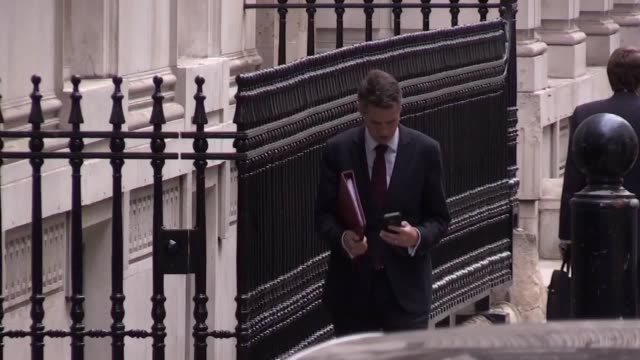 cabinet ministers arrive at 10 downing street for a meeting with the prime minister, to discuss the possibility of a third runway at heathrow. - 10 downing street stock videos & royalty-free footage