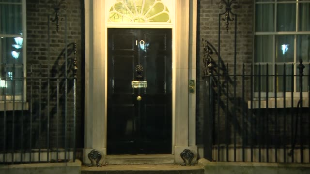 downing street arrivals and departures; chris grayling departs / penny mordaunt departs / baroness evans arriving in car / michael gove departs /... - 内閣改造点の映像素材/bロール