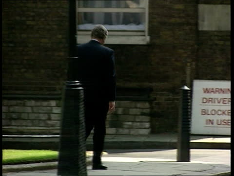 cabinet reshuffle; ext/today downing st: no 10 bv hanley along away l-r zoom in as waves to press stephen dorrell mp poses for press, waves and away... - 内閣改造点の映像素材/bロール