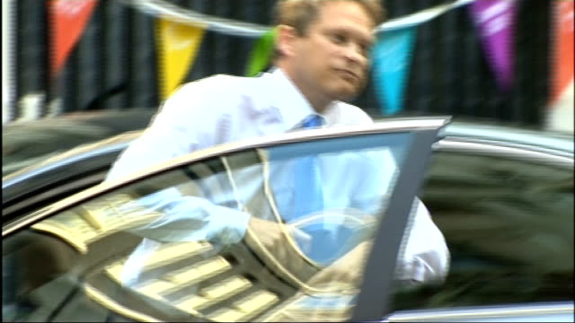 cabinet reshuffle grant shapps mp emerging from car in downing street smiling - grant shapps stock videos and b-roll footage