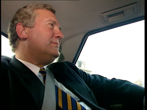 cabinet reshuffle; int/car lacms hanley sat in back of car as waves out of window tx.20.7.94/nat - 内閣改造点の映像素材/bロール