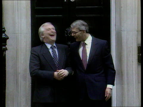 cabinet reshuffle; seq pm john major mp on steps of no 10 with then party chrmn chris patten ) tx.10.4.92/itn - 内閣改造点の映像素材/bロール