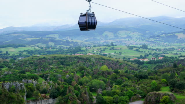 a cable car in cabárceno natural park, pisueña valley, municipality of penagos, cantabria, spain, europe - overhead cable car stock videos and b-roll footage