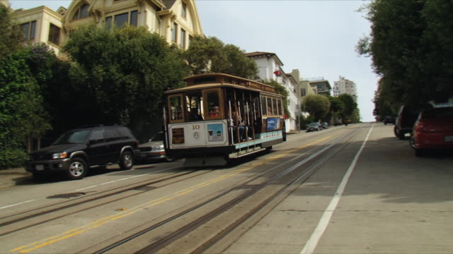 ws pan cable car moving down san francisco street / california, usa - steep stock videos & royalty-free footage