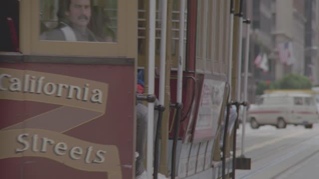 vídeos de stock, filmes e b-roll de cable car on san francisco street - cable