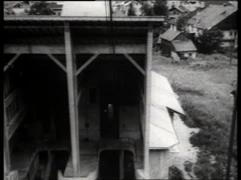 vídeos de stock, filmes e b-roll de b/w cable car point of view leaving building with village in background / europe / sound - ponto de vista de bonde