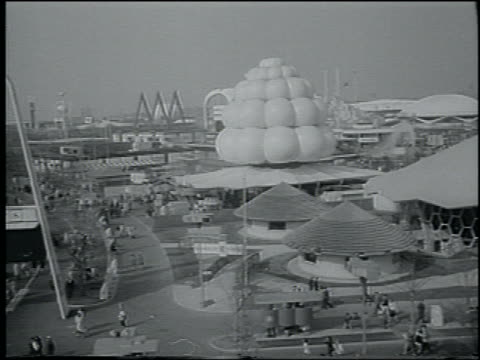 b/w 1964 cable car point of view long shot of ny world's fair - weltausstellung in new york stock-videos und b-roll-filmmaterial