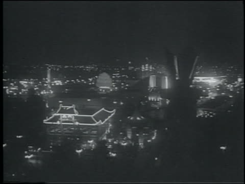 vidéos et rushes de b/w 1964 cable car point of view wide shot lit ny world's fair at night - exposition universelle de new york
