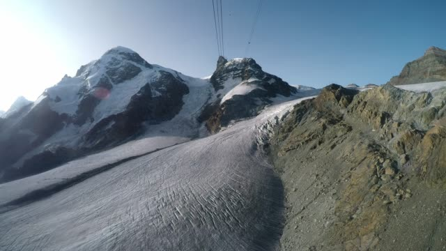 cable car travelling over glacier towards klein matterhorn mountain, swiss alps - steep stock videos & royalty-free footage