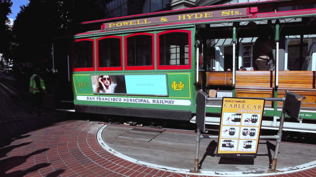ms cable car turnaround in city / san francisco, california, united states - straßenbahnstrecke stock-videos und b-roll-filmmaterial