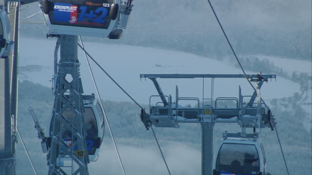 stockvideo's en b-roll-footage met cable cars on the kronplatz - kabelwagen