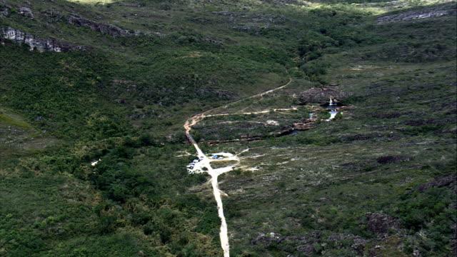 cachoeira dos cristais  - aerial view - minas gerais, diamantina, brazil - cristais stock videos and b-roll footage