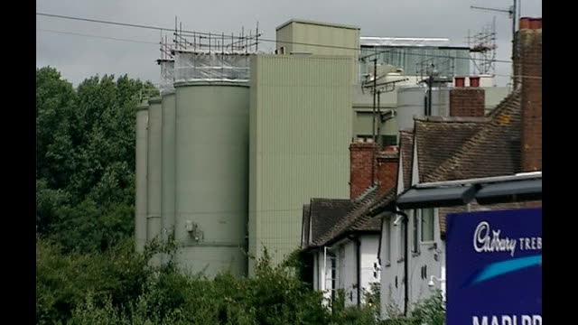 cadbury to be prosecuted over salmonella outbreak; 2006 herefordshire: marlbrook: general views of cadbury factory where salmonella contamination... - herefordshire stock videos & royalty-free footage